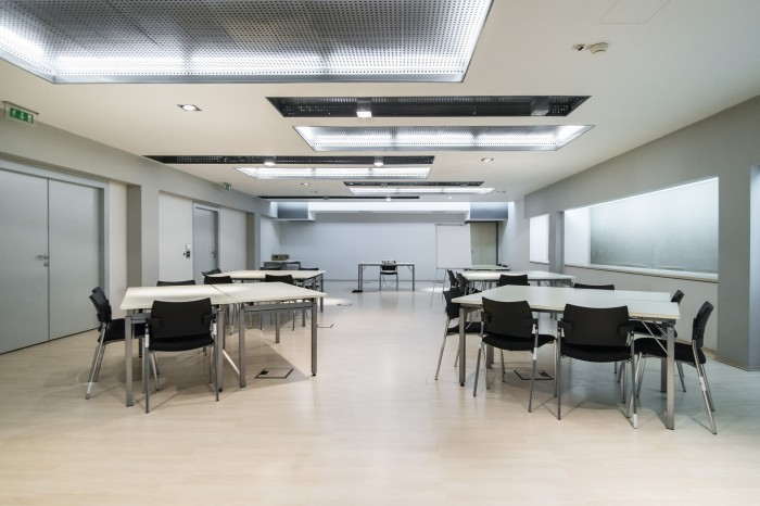 FULLY EQUIPPED MEETING ROOM